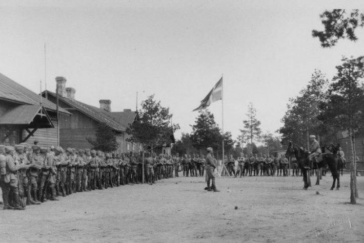 Taani Vabatahtlike Kompanii sõdurid rivistusel Nõmmel enne lahkumist lõunarindele 19. mail 1919. aastal. Foto: Rahvusarhiiv