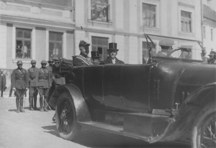 Lerche saabumas Toompea lossi 14. juulil 1922. Foto: Rahvusarhiiv