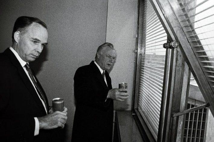 Taani peaminister Poul Schlüter ja Taani suursaadik Sven-Erik Nordberg Taani saatkonna ruumides Rävala pst. Foto: Rahvusarhiiv, Toomas Volmer